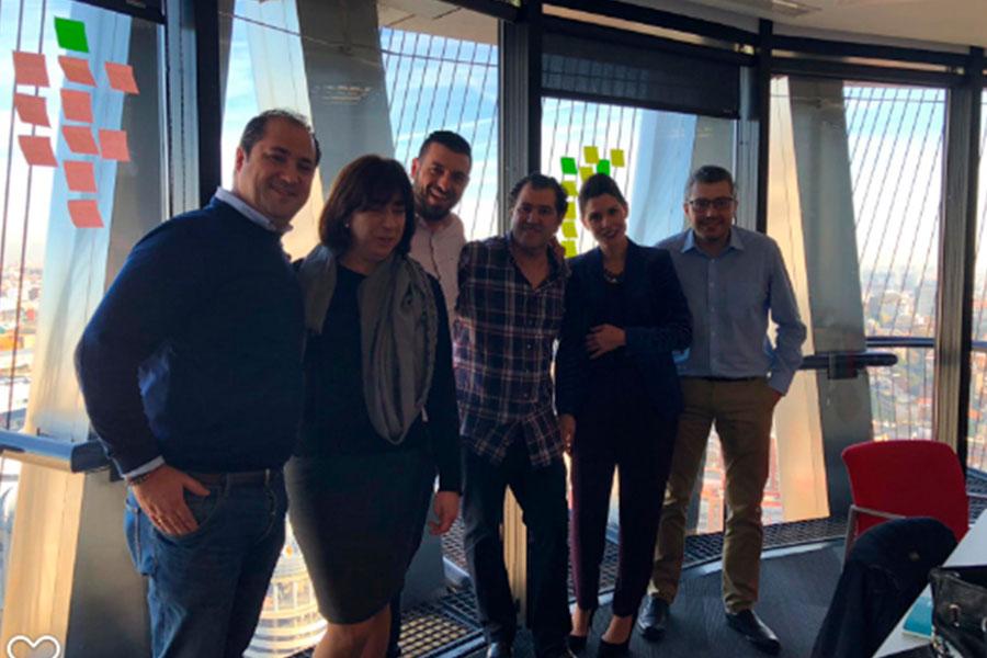 Directores de cuenta y managers compartiendo experiencias en el Taller Design Thinking Enkoteams Nuevos Escenarios 2019